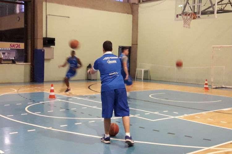 Leo Costa vem treinando com Gui, Shilton e Davi (Foto: Divulgação/NBA)