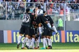 time comemorando gol com a Ponte - 19-06-16