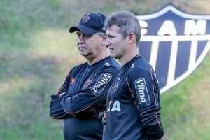 Sobre o presidente e o treinador - Canto do Galo