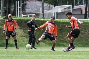 Fábio Santos, Donizete e Urso treino em Curitiba 05-11-16
