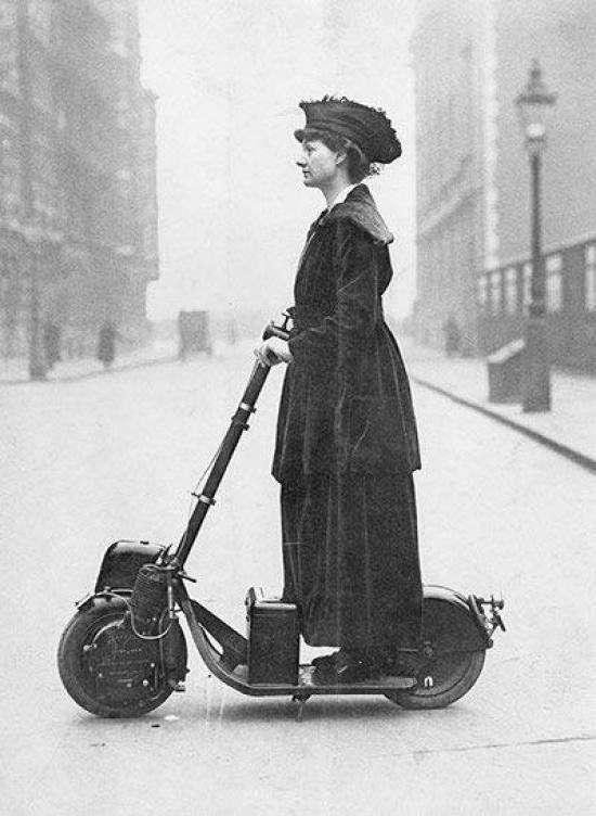 Foto: Public Domain The Retronaut / https://www.treehugger.com/bikes/autoped-was-worlds-first-scooter.html