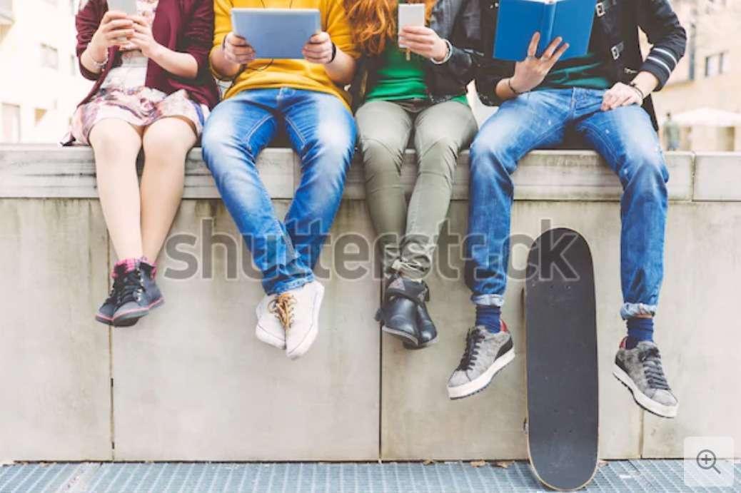 Foto: https://www.shutterstock.com/ - Adolescência Normal