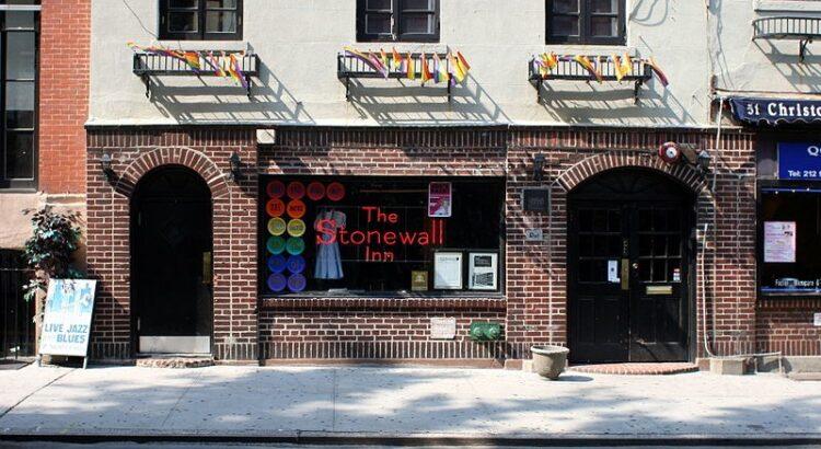 Fachada do bar Stonewall Inn em 2008 (Foto: Johannes Jordan/Wikimedia Commons)
