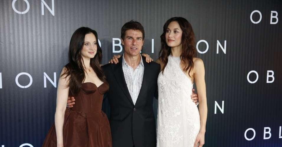 Cruise e suas belas colegas apresentam Oblivion