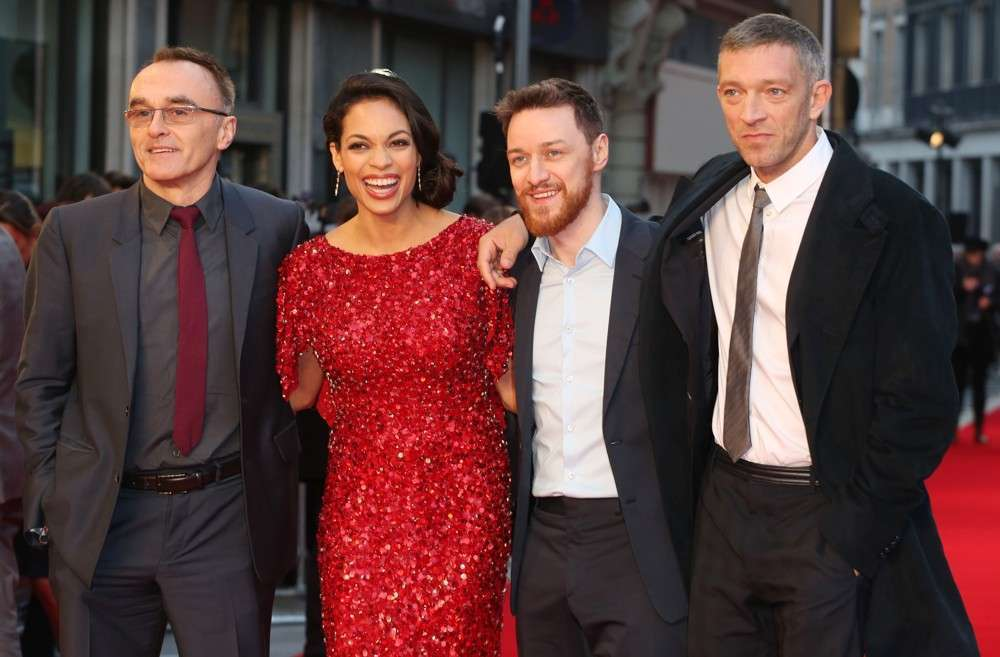 Diretor apresenta seu elenco na estreia no Reino Unido
