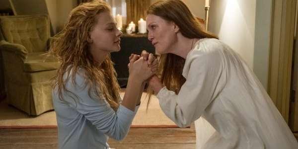 Mãe e filha rezam muito pedindo perdão