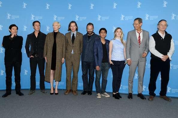 O elenco é tão numeroso que aqui Anderson reúne uma parte