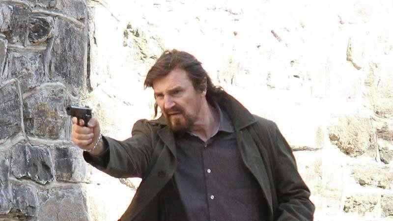 Para rejuvenescer Neeson, basta enchê-lo de cabelo