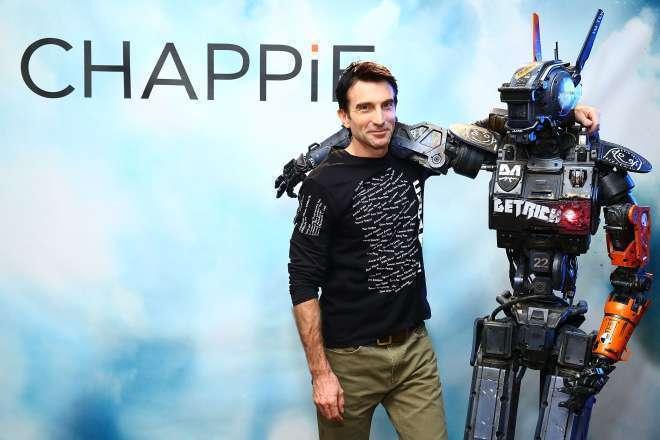 É Copley quem dá vida a Chappie