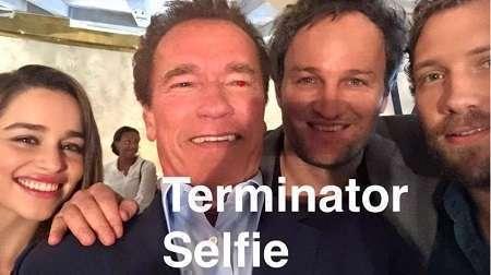 Schwarza entrou na onda da selfie em seu Facebook