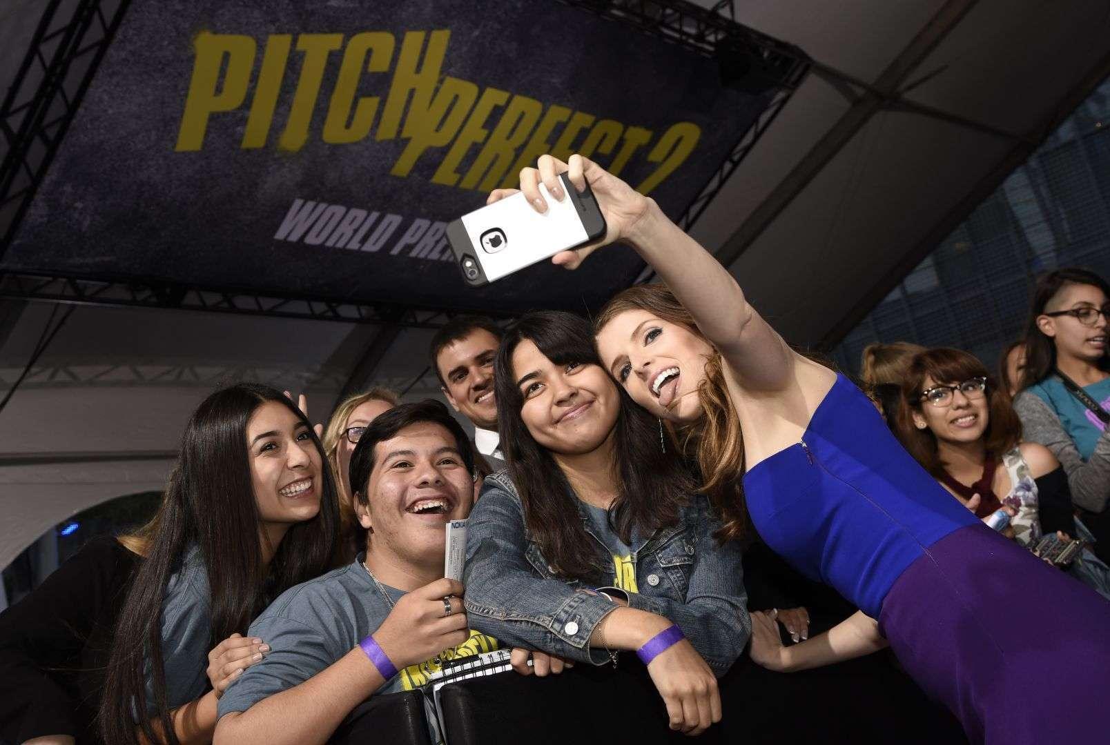 Anna Kendrick, a protagonista, atendeu os fãs na pré-estreia