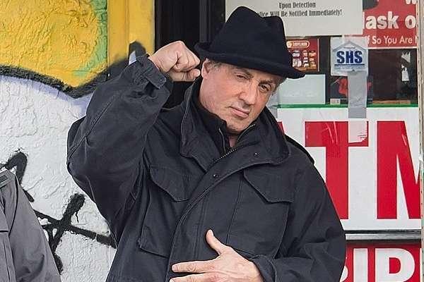 """Mesmo envelhecido e mais cheio, Stallone ainda é """"o"""" campeão"""