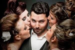 homem com varias mulheres